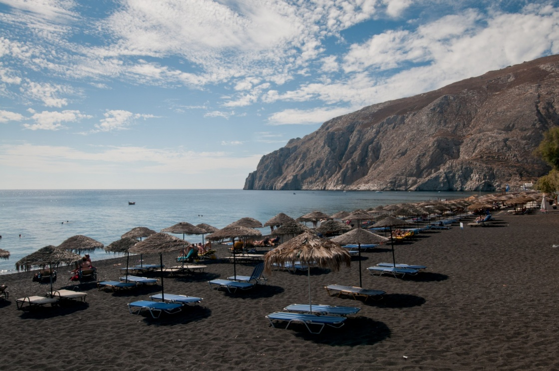 Str nde in santorini for How many black sand beaches in the world